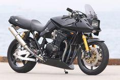 プロが造るカスタムバイク「スズキ GSX750S」のカスタムバイクの記事です。バイクのアレコレを知り尽くしたプロショップのカスタムバイクを公開! アナタの参考になる技術が満載です!バイクブロスマガジンズでは、バイク初心者から、バイクを乗りこなしているベテランのライダーまで、バイクライフを充実させるための情報をウェブでも配信中!