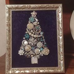 Jewelry Christmas Tree, Jewelry Tree, Heart Jewelry, Christmas Art, Christmas Gifts, Vintage Costume Jewelry, Vintage Costumes, Vintage Jewelry, Heart Wall Art