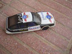 juego coche jugando futbol: