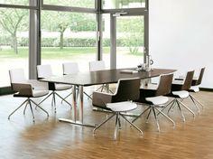 Seit Fast 200 Jahren Produziert Thonet Hochwertige Möbel Für Den Wohn  Und  Arbeitsbereich: Design Klassiker Aus Bugholz Wie Den Berühmten Kaffeehaus  Stuhl, ...