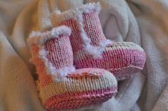 Newborn Knit Uggs: Free Pattern...so adorable!