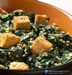 Mix together spinach, ginger, tofu, and a little chili oil for a tasty stir-fry.
