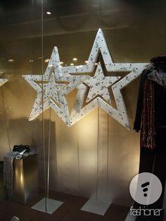 Новогодние витрины магазина Next