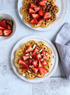 Des gaufres aux fraises brinner petit déjeuner diner pinterest