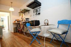 Schau Dir dieses großartige Inserat bei Airbnb an: Stanley Vintage Studio Apartment - Apartments zur Miete in Poreč Studio Apartments, Corner Desk, Vintage, Room, Furniture, Home Decor, Ad Home, Corner Table, Bedroom