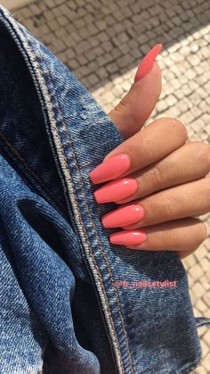 In seek out some nail designs and ideas for your nails? Listed here is our set of must-try coffin acrylic nails for fashionable women. Bright Summer Nails, Summer Acrylic Nails, Best Acrylic Nails, Acrylic Nail Designs, Coral Acrylic Nails, Coral Pink Nails, Colorful Nail Designs, Summer Nail Colors, Nail Summer