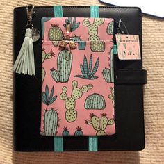 Sewing Hacks, Sewing Crafts, Sewing Projects, Filofax, Bullet Journal Gifts, Composition Notebook Covers, Cool School Supplies, Desk Organization Diy, Coffee And Books