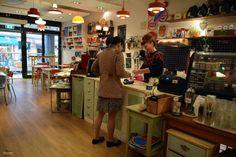 Retrolykke kaffebar. Que hacer en Grünerløkka Oslo, Liquor Cabinet, Hipster, Storage, Furniture, Home Decor, The Neighborhood, Restaurants, Purse Storage