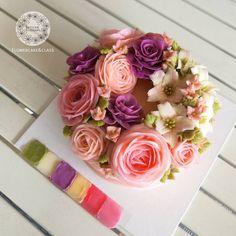 Color tone. #wreathcake #butterblossom #buttecreamflowers #flowercakeclass #pipingflowers #cake #cakeinspiration #flowercake #สอนแต่งหน้าเค้ก