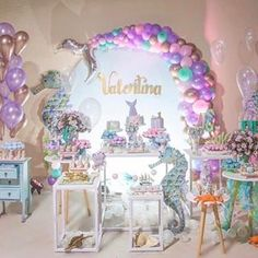 Festa Infantil /Fabiola Teles (@encontrandoideias) • Fotos e vídeos do Instagram Baby Girl Birthday Theme, Mermaid Birthday Cakes, Mermaid Party Favors, Little Mermaid Birthday, Little Mermaid Parties, Birthday Party Themes, Girls Party Decorations, Balloon Arrangements, Festa Party