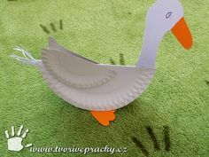 Svatomartinská husa z papírových talířů Farm Animal Crafts, Animal Crafts For Kids, Easter Crafts For Kids, Diy For Kids, Paper Birds, Paper Flowers, Hl Martin, Diy And Crafts, Arts And Crafts