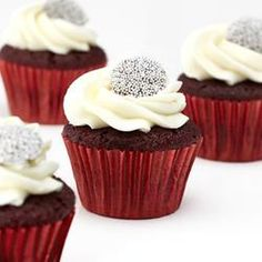 Cupcakes Take The Cake! Everything you ever wanted to know about cupcakes Holiday Treats, Christmas Treats, Holiday Recipes, Red Velvet Cupcakes, Winter Wedding Cupcakes, Wedding Cakes, Winter Cupcakes, Cupcake Wedding, Elegante Cupcakes