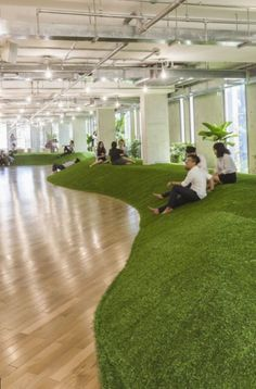 green office spaces simulate parks to promote productivity and well-being – – Cool Office Space Cool Office Space, Office Space Design, Office Workspace, Office Interior Design, Office Interiors, Office Spaces, Office Designs, Office Ideas, Workplace Design