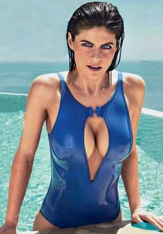 Beautiful Celebrities, Gorgeous Women, Alexandra Daddario Images, Mädchen In Bikinis, Beach Babe, Sexy Women, Celebs, Actresses, Inspiring Photography