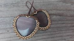 Ridgways / Brown heart - vyšívané náušnice