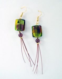€7,00 Σκουλαρίκια με ατσαλόσυρμα κόκκινο και χάντρες από φυσητό γυαλί.Τα κουμπώματα είναι επίχρυσα. Earring Tutorial, Clever, Diy Crafts, Drop Earrings, Jewelry, Jewlery, Jewerly, Make Your Own, Schmuck