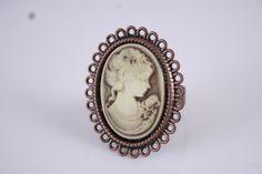 das Bild einer schönen Frau - Ring von Feekollektion auf DaWanda.com