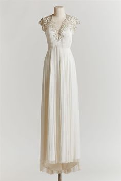 A wedding dress perfect for the beach bride