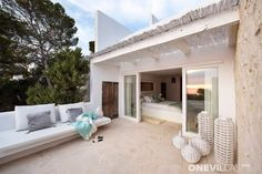 At Casa Lobo it's all about the breathtaking views, plus the short distance to Cala Vadella beach. Interior Design Living Room Warm, Rent A Villa, Moraira, Spacious Living Room, Luxury Holidays, Living Room Colors, Shabby Chic Homes, Architecture, Exterior Design