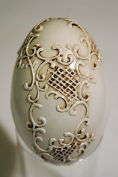 Best 12 DIY How to Make this Reliëf Egg Art. Not only for Easter but a great DIY for Christmas Ornaments too – SkillOfKing. Egg Rock, Egg Shell Art, Easter Egg Pattern, Carved Eggs, Egg Tree, Easter Egg Designs, Christmas Crafts, Christmas Ornaments, Polymer Clay Projects