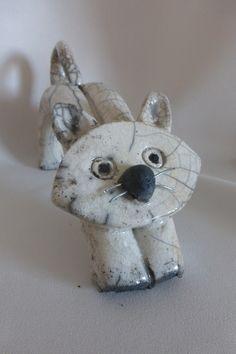 Chat en céramique blanc Raku : Art céramique par sculptures-raku