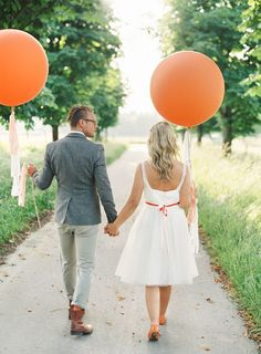 Grote ballonnen bruid en bruidegom www.bruiloftinspiratie.nl