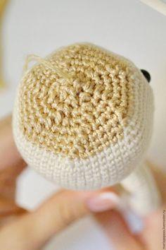 How to tie Amigurumi Doll Hair - Decor Tips 2019 Crochet Dolls, Crochet Baby, Knit Crochet, Amigurumi Patterns, Amigurumi Doll, Doll Hair, Baby Dolls, Knitted Hats, Embellishments