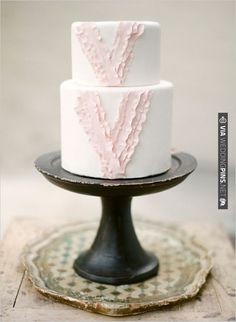 cake by Erica O'Brien cakes | CHECK OUT MORE IDEAS AT WEDDINGPINS.NET | #weddingcakes