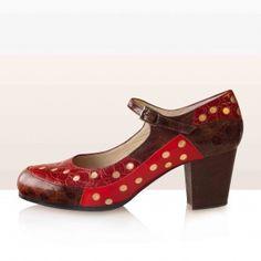 PATCH Dorado. Begoña Cervera Calle Flamenco Shoes, She Walks In Beauty, Dancing Shoes, Dance Pictures, Peep Toe, Walking, Women's Fashion, My Style, Hats