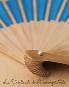 Decoupage, Hand Fan, Home Appliances, Ideas, Hand Fans, Hand Embroidery, Costumes, Fimo, House Appliances