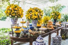 Casamento na Capela Santa Ignez | Ju + Ed | Vestida de Noiva | Blog de Casamento por Fernanda Floret Birthday Party Decorations For Adults, Bridal Shower Decorations, Wedding Decorations, Table Decorations, Lemon Centerpieces, Wedding Backdrop Design, Italian Party, Yellow Wedding, Kitchens