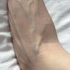 Skin and vein ref. Veiny Arms, Arm Veins, Daddy Aesthetic, Little Bit, Tumblr Boys, Ulzzang Boy, Male Body, Cute Boys, Photos
