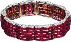 Bracelet, Paris, 1936. Or, platine, diamants tailles carrée et de forme, Serti Mystérieux rubis Collection Van Cleef & Arpels