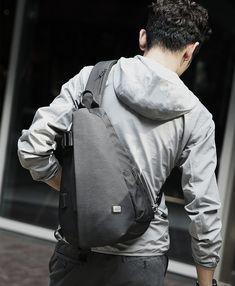 Anti-theft recharging chest bag