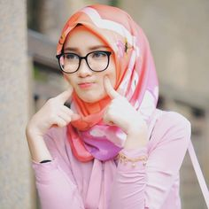 See related links to what you are looking for. Beautiful Hijab Girl, Beautiful Muslim Women, Beautiful Asian Girls, Beautiful Eyes, Stylish Hijab, Hijab Chic, Stylish Girl, Hijabi Girl, Girl Hijab
