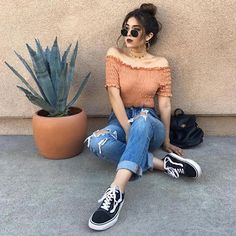 Girls Photography Poses at Home – Girls Photography Poses – girl photoshoot poses Model Poses Photography, Photography Ideas For Teens, Photography Books, Photography Lighting, Summer Photography, Digital Photography, Stylish Summer Outfits, Summer Fashion Outfits, Casual Outfits