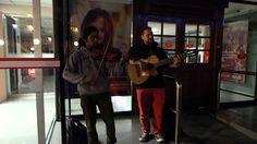 Guitarra y Violín en el Barrio Ingles de Coquimbo #Música #Guitarra #Violín #BarrioIngles #Coquimbo #Chile #Verano2015