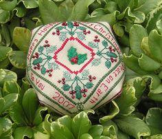 biscornu+freebie+patterns   Christmas Biscornu Ornament