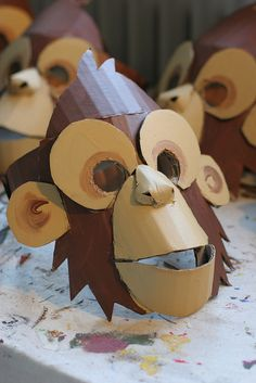Newest Free Mascara de carton Suggestions , Monkey mask, painted Cardboard Mask, Cardboard Sculpture, Cardboard Crafts, Paper Crafts, Kids Crafts, Diy And Crafts, Decoration Creche, Monkey Costumes, Diy Monkey Costume