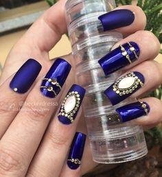 Que tal usar nail art com destaque para o azul? Isso mesmo: Com diversos modelos e diferentes tons de unhas decoradas azul. Você vai amar, veja aqui.