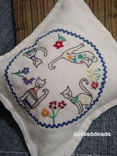 Coisas de Ada: Bordado a mão Ciranda de Gatos By Ada                                                                                                                                                      Mais