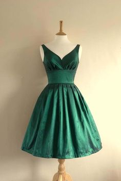 Elegant A-Line V-Neck Knee-Length Green Satin Homecoming Dress