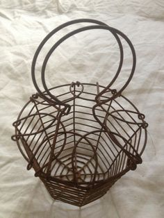 French Egg or Salad Basket - FleaingFrance Brocante Old Baskets, Wire Baskets, Vintage Baskets, Chicken Wire, Chicken Eggs, Farm Chicken, French Eggs, Types Of Eggs, Wooden Containers