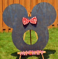 Minnie mouse bean bag toss...yah so gonna make this a  game at her party!