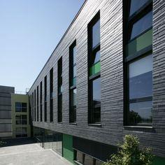 Schiefer | Slate | Leisteen Nice facade dasign with the slim slate, layered horizontally
