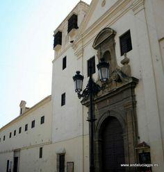 """#Málaga - Vélez-Málaga - Convento de las Carmelitas - 36º 46' 51"""" -4º 6' 15"""" / 36.780833, -4.104167  El Convento de las Carmelitas fue fundado a finales del siglo XVII en estilo barroco. Se encuentra situado en la Plaza de las Carmelitas y posee una pequeña iglesia de una sola nave. Destaca el Camarín de la Virgen del Carmen y la portada del siglo XVIII."""