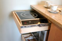 Small kitchen layout for a Tiny House: Kittie's Precision Micro Kitchen — New York, NY Micro Kitchen, Compact Kitchen, Pullman Kitchen, Kitchen New York, Kombi Home, Funky Home Decor, Tiny House Living, Cuisines Design, Kitchenette