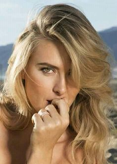 Maria Sharapova Hot, Maria Sarapova, Beautiful People, Beautiful Women, Ice Girls, Tennis Players Female, Beautiful Athletes, Famous Women, Sport Girl