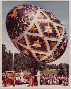 Dedication of the Vegreville egg by Queen Elizabeth II in 1976