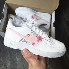 530f972f2d759a 10 Best White Trainers For Women images